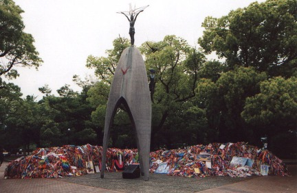 sadako-statue-with-cranes